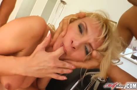 Красивая нимфетка блондинка отдается на двойное проникновение #3