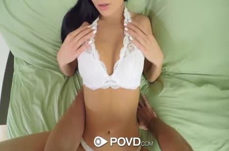 Marley Brinx широко раздвигает ноги для анала и мастурбации