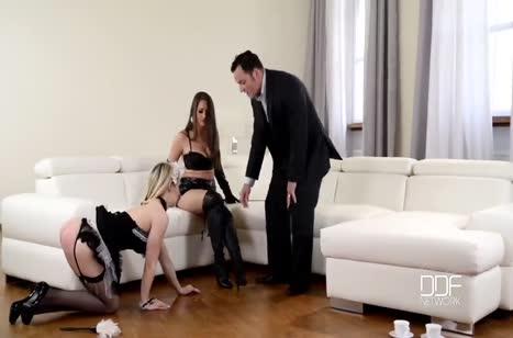 Муж и жена устроили с домработницей фетиш групповуху #2