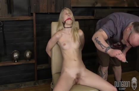 Блондинку привязали к стулу и от души над ней поизвращались #3