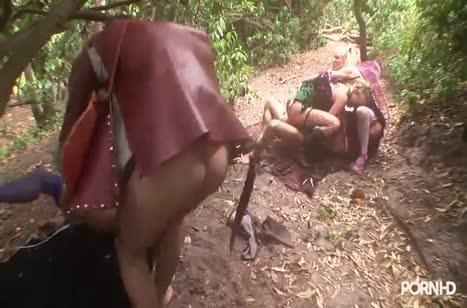 Телочки устроили в лесу с мужиками смачную групповуху #5