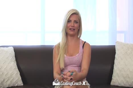 Блондиночка Alex Little легко оголилась прямо на кастинге #3