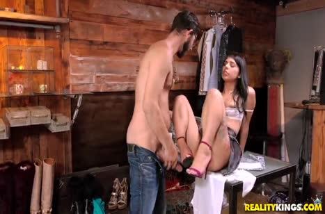 Шлюшка Gina Valentina любит работать киской на большом стволе #3