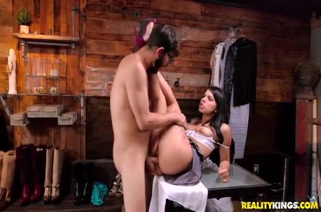 Шлюшка Gina Valentina любит работать киской на большом стволе #4