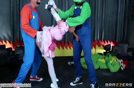 Братья Марио бодро трахают принцессу после спасения #2