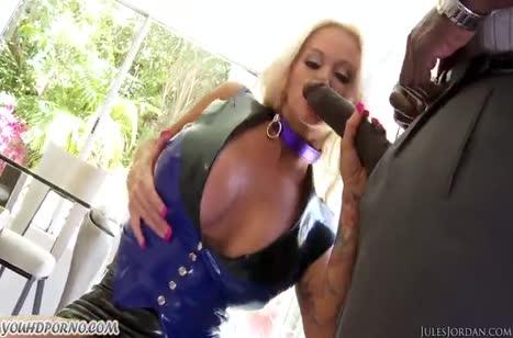 Nikita Von James в секс наряде зажигает с чернокожим #3