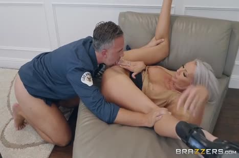 Грудастая Emma Starr готова даже на секс с охранником #4