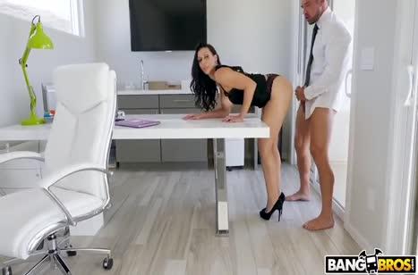 Бабенка насмотрелась порнухи на работе и захотела повторить #3