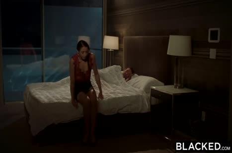 Худенькая девка в сексуальном белье дает негру #2