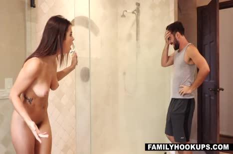 Keisha Grey мастурбирует в душе и отдается парню #2