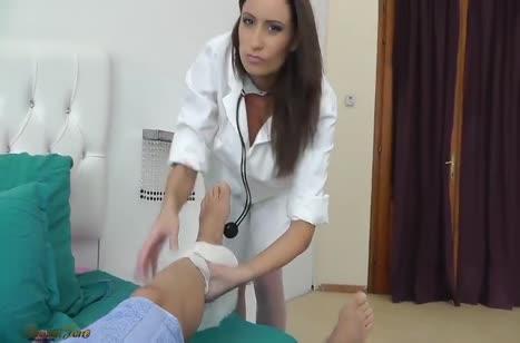 Пошлая брюнетка Sensual Jane совращает на порно пациента #1