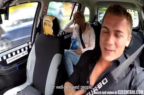 Пассажирка расплатилась с водителем сочным оральным сексом #3