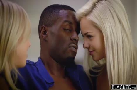 Черные мужики на пару шпилят красивых блондинок