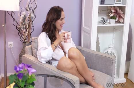 Красотке Claudia Bavel нравится нежный секс с другом #1