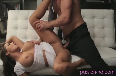 Любовник красиво насаживает на член грудастую Madison Ivy #3