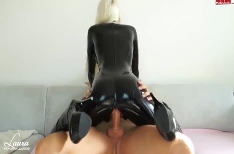 Блондинка в сексуальном костюме снимает с другом оргию #3