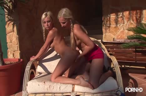 Блондинки лесбиянки нежно приласкали друг дружку #3