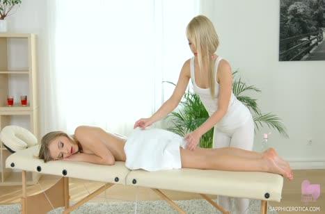 Девушки променяли массаж на лесбийскую оргию