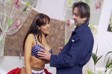 Грудастая Valery Summer спаривается с любовником в ванной