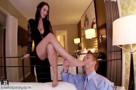 Noelle Easton в секс наряде устроила с мужем красивый трах