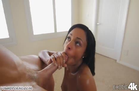 Знойная сисястая негритянка хорошо управилась с белым пенисом #2