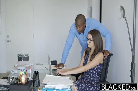 Черный парень приласкал Allie Haze и уложил ее на лопатки