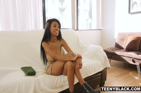 Молодая негритянка с большой грудью круто блеснула на кастинге