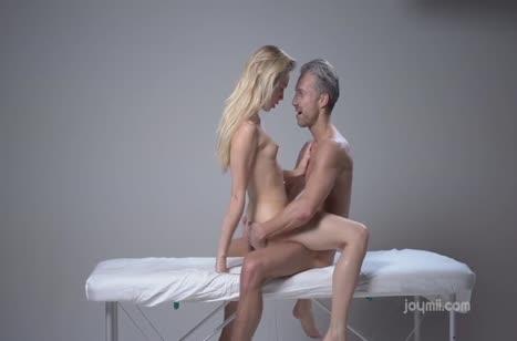 Обходительный массажист красиво посадил русскую блонди на член #5