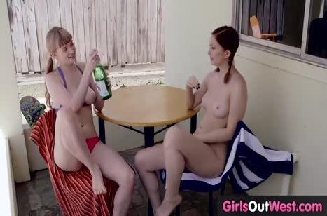 Две молоденькие лесбиянки красиво лапают друг друга на веранде #3