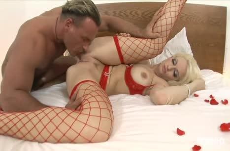 После вина длинноногую блондиночку любовник уложил в постель #4