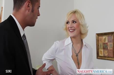 Кокетливая блондинка с большими сиськами оседлала член коллеги #1