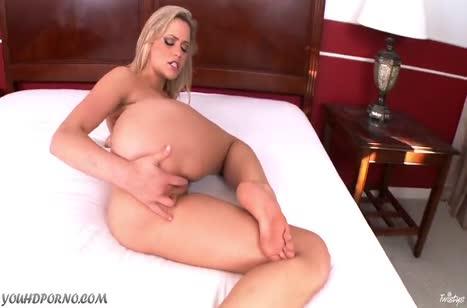 Блондинка с классной задницей подарила себе оргазм #6