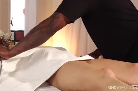 Блондинке понравился секс массаж от африканца #2
