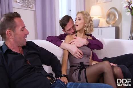 Veronica Leal показала мужикам дом и соблазнилась на групповуху #2