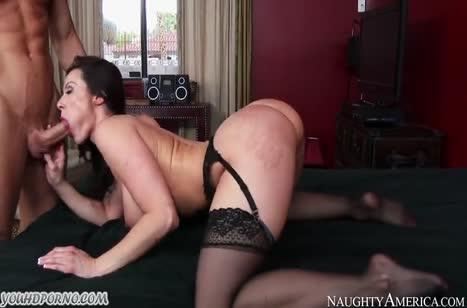 Грудастая Kendra Lust в чулках запросто раздвинула ноги #6