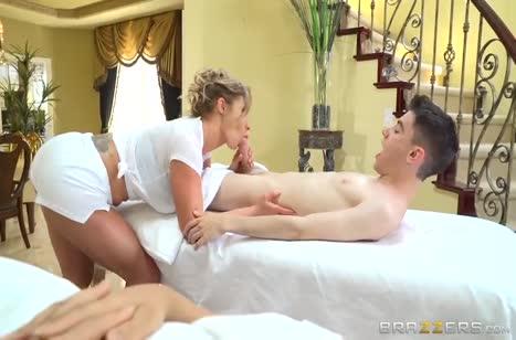 Шикарная массажистка совратила пациента на сеансе #2