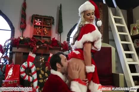 Телочка в новогоднем наряде устроила с Сантой жесткое порно #2